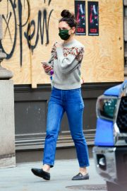 Katie Holmes Out on Thanksgiving Day in New York 2020/11/26 9