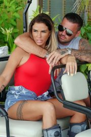 Katie Price and Carl Woods Celebrates Holiday in Maldives 2020/11/05 1