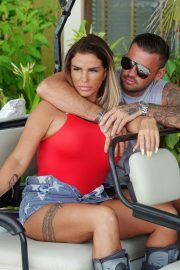 Katie Price and Carl Woods Celebrates Holiday in Maldives 2020/11/05 3