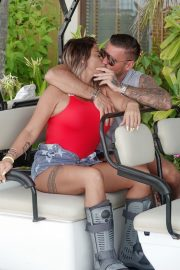 Katie Price and Carl Woods Celebrates Holiday in Maldives 2020/11/05 4