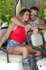 Katie Price and Carl Woods Celebrates Holiday in Maldives 2020/11/05 5
