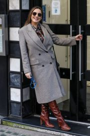 Kelly Brook seen Long Coat Arrives at Global Studios in London 2020/11/26 6