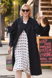 Kelly Rutherford at Kreation Organic Juicery in West Hollywood 2020/10/22 4