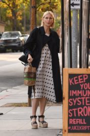 Kelly Rutherford at Kreation Organic Juicery in West Hollywood 2020/10/22 7