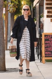 Kelly Rutherford at Kreation Organic Juicery in West Hollywood 2020/10/22 9
