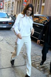Kendall Jenner in Fully White Outfit Out in New York 2020/11/22 3