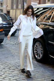 Kendall Jenner in Fully White Outfit Out in New York 2020/11/22 4