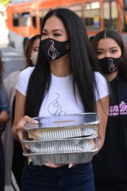 Kimora Lee Simmons Gives Thanksgiving Meals to Homeless in Los Angeles 2020/11/24 3