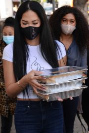 Kimora Lee Simmons Gives Thanksgiving Meals to Homeless in Los Angeles 2020/11/24 6