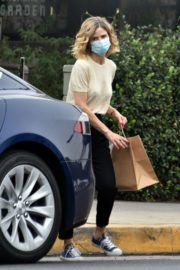 Kyra Sedgwick Picks Up Lunch in Los Feliz 2020/10/21 2