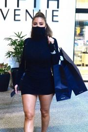 Larsa Pippen flashes her legs in a Tight Black Dress Out Shopping in Los Angeles 2020/11/25 4
