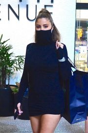 Larsa Pippen flashes her legs in a Tight Black Dress Out Shopping in Los Angeles 2020/11/25 7