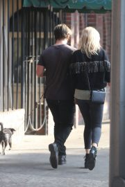 Malin Akerman and Jack Donnelly at Figaro Bistrot in Los Feliz 2020/11/23 6