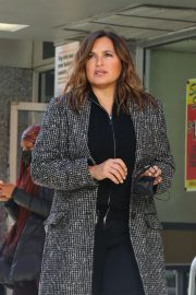 Mariska Hargitay on the set of Law & Order Special Victims Unit in New York 2020/11/16 1