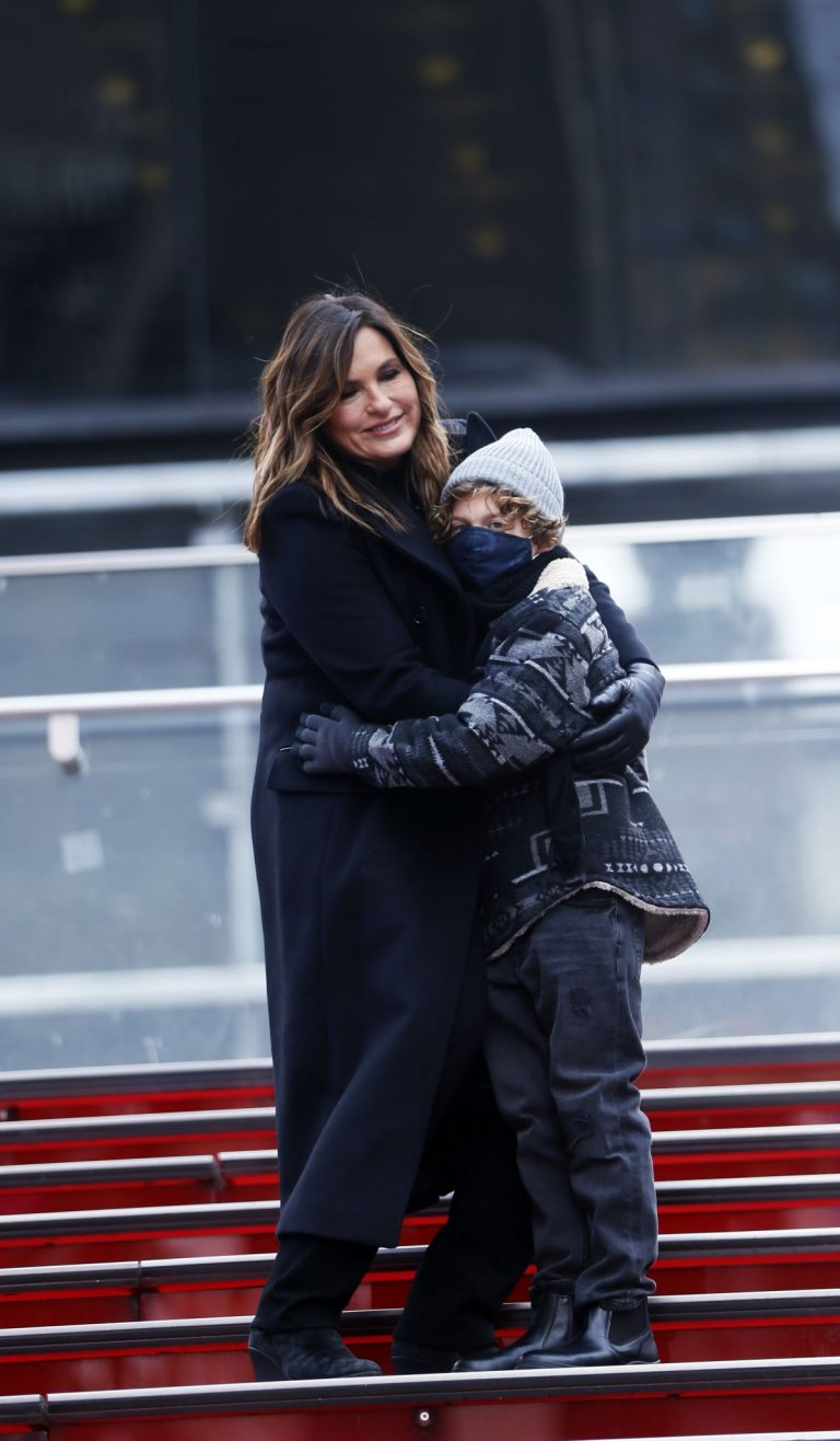 Mariska Hargitay on the set of Law & Order: Special Victims Unit in New York 2020/11/22 1