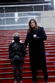 Mariska Hargitay on the set of Law & Order: Special Victims Unit in New York 2020/11/22 4