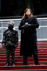 Mariska Hargitay on the set of Law & Order: Special Victims Unit in New York 2020/11/22 5
