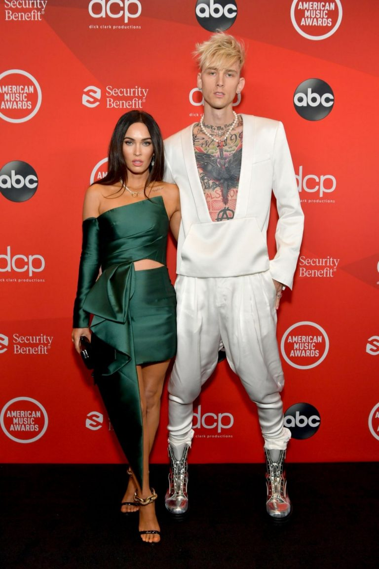 Megan Fox and Machine Gun Kelly attend 2020 American Music Awards in Los Angeles 2020/11/22 4