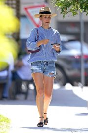 Natalie Portman in Denim Shorts Out and About in Sydney 11/29/2020 1