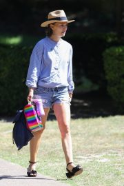 Natalie Portman in Denim Shorts Out and About in Sydney 11/29/2020 7