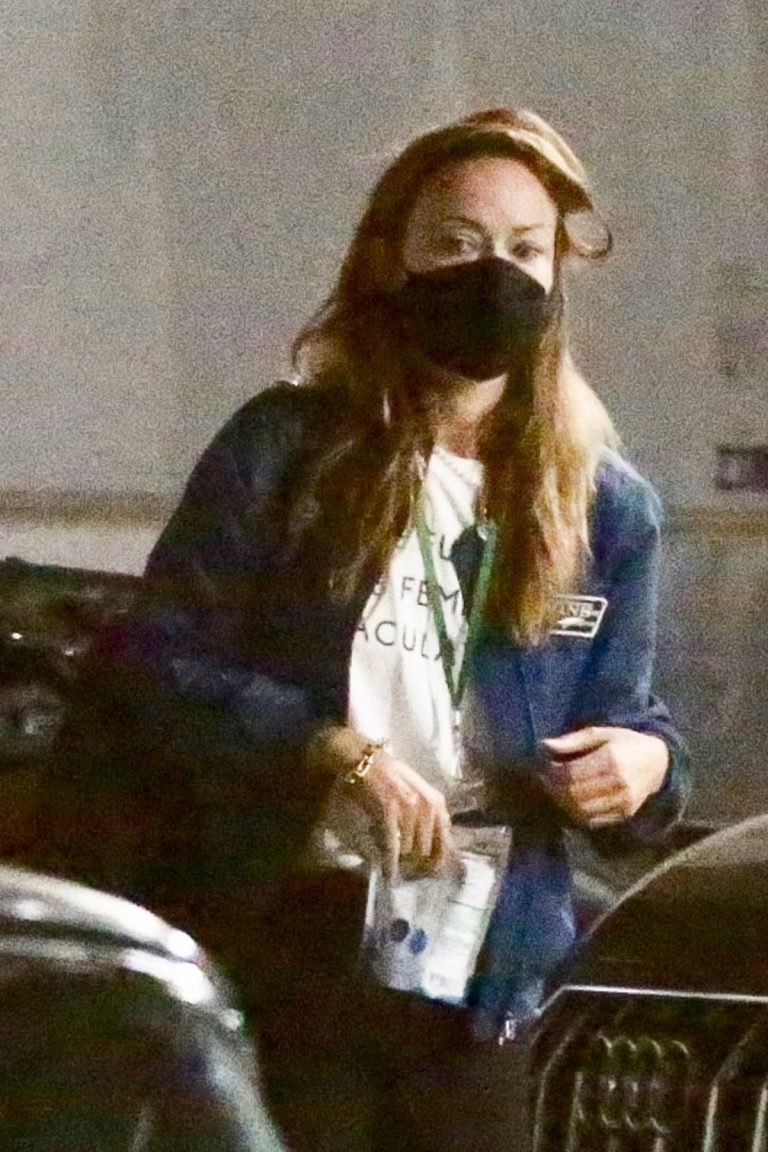 Olivia Wilde and Florence Pugh on the Set of Don't Worry Darling in Los Angeles 11/25/2020 5