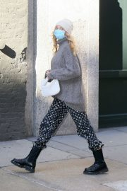 Pregnant Elsa Hosk in High Neck Sweater Out in New York 2020/11/20 5