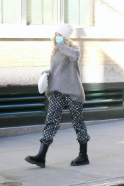 Pregnant Elsa Hosk in High Neck Sweater Out in New York 2020/11/20 6