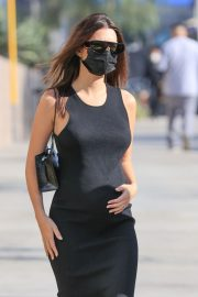 Pregnant Emily Ratajkowski in a Tight Black Dress Out in Los Angeles 2020/11/22 3