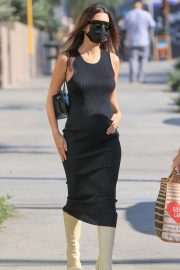Pregnant Emily Ratajkowski in a Tight Black Dress Out in Los Angeles 2020/11/22 6
