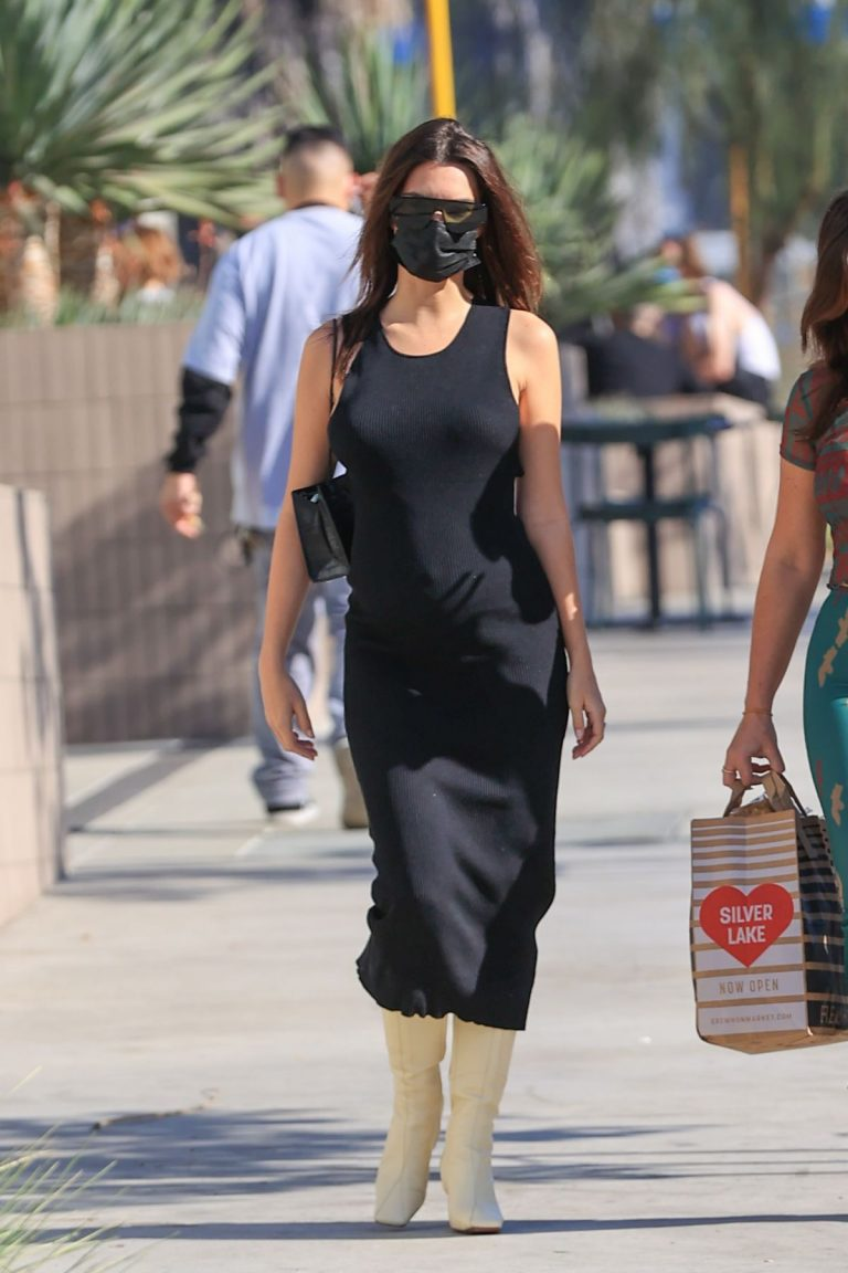 Pregnant Emily Ratajkowski in a Tight Black Dress Out in Los Angeles 2020/11/22 8