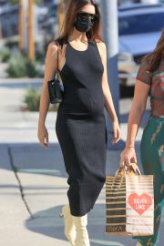Pregnant Emily Ratajkowski in a Tight Black Dress Out in Los Angeles 2020/11/22 9