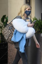Pregnant Emma Roberts Leaves an Office in Los Angeles 2020/10/21 3