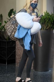 Pregnant Emma Roberts Leaves an Office in Los Angeles 2020/10/21 4
