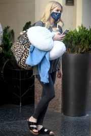 Pregnant Emma Roberts Leaves an Office in Los Angeles 2020/10/21 7