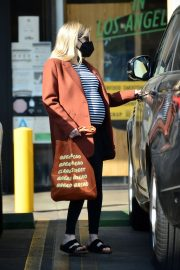 Pregnant Emma Roberts Out on Thanksgiving Day in Los Angeles 11/25/2020 2