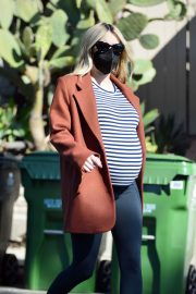 Pregnant Emma Roberts Out on Thanksgiving Day in Los Angeles 11/25/2020 3