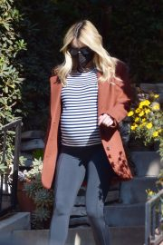 Pregnant Emma Roberts Out on Thanksgiving Day in Los Angeles 11/25/2020 5