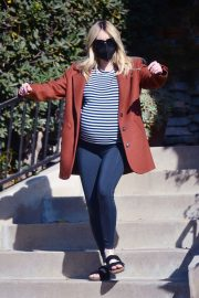Pregnant Emma Roberts Out on Thanksgiving Day in Los Angeles 11/25/2020 6
