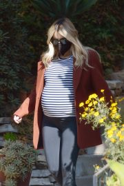 Pregnant Emma Roberts Out on Thanksgiving Day in Los Angeles 11/25/2020 7