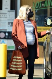 Pregnant Emma Roberts Out on Thanksgiving Day in Los Angeles 11/25/2020 9