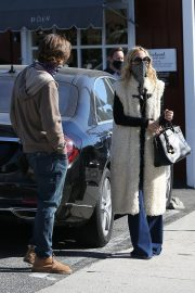 Rachel Zoe and Rodger Berman at Brentwood Country Mart 2020/11/15 3