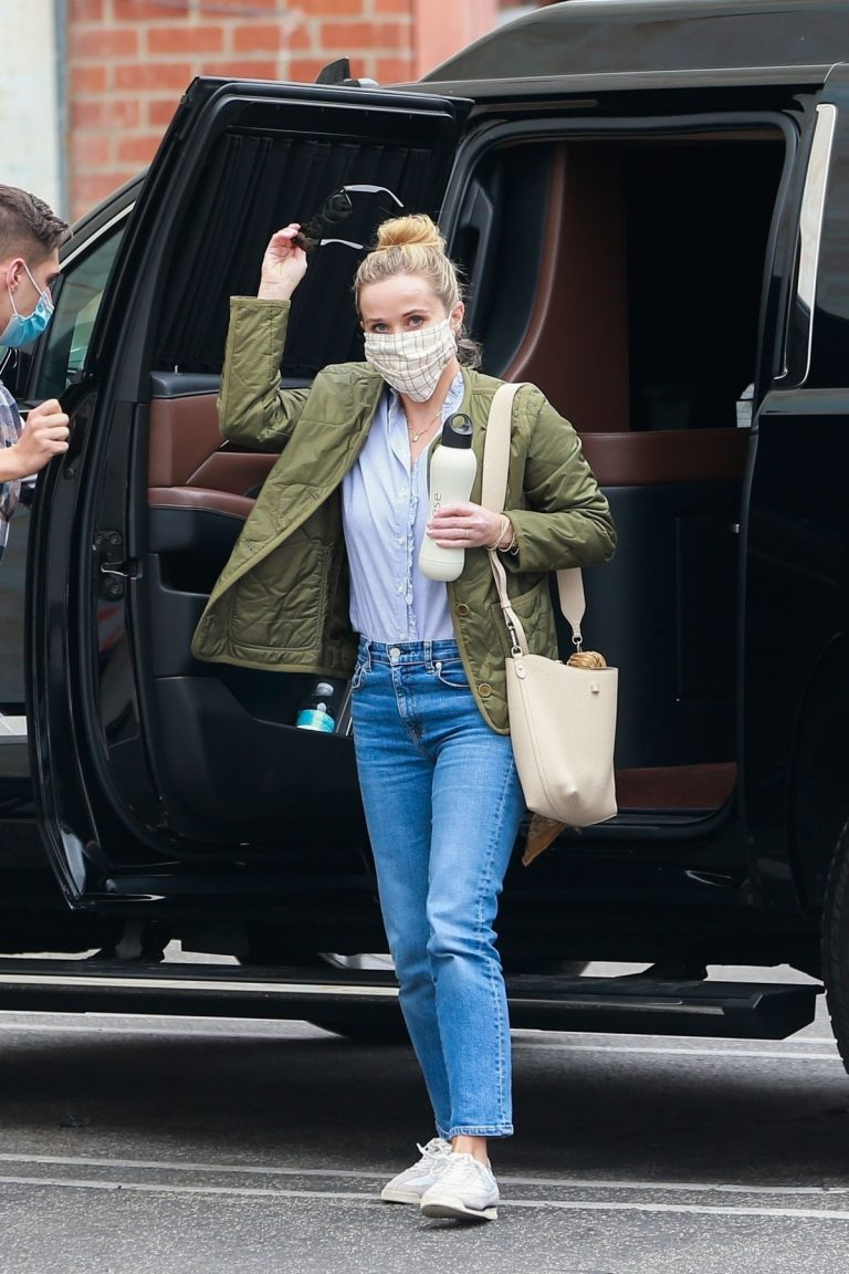 Reese Witherspoon Out and About in Hollywood 2020/10/23 9