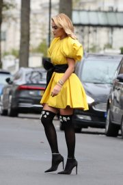 Rita Ora in Yellow Short Skirt Out and About in London 2020/11/23 8