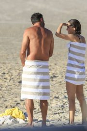 Rose Byrne and Bobby Cannavale at Wategos Beach in Byron Bay 2020/10/22 13