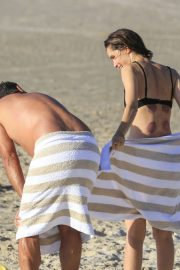 Rose Byrne and Bobby Cannavale at Wategos Beach in Byron Bay 2020/10/22 21