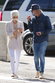Selma Blair and David Lyons Out for Coffee in Los Angeles 2020/11/21 9