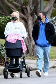 Sophie Turner and Joe Jonas Out with Daughter Willa in Los Angeles 11/27/2020 7