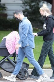 Sophie Turner and Joe Jonas Out with Their Daughter Willa in Los Angeles 2020/11/22 1
