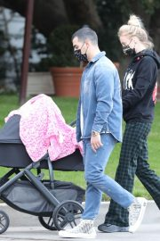 Sophie Turner and Joe Jonas Out with Their Daughter Willa in Los Angeles 2020/11/22 6