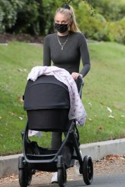 Sophie Turner Out with Her Daughter in Los Angeles 2020/11/16 5